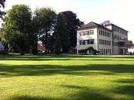 Blick auf's Schlosshotel vom Übungsplatz.