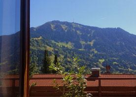 Blick von Zimmern und Terrasse/Balkon