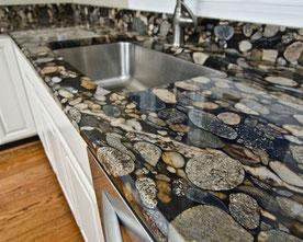 Küchenarbeitsplatte-Naturstein-poliert