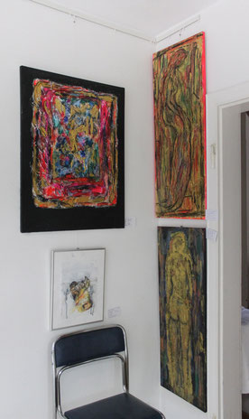 Schüler Bilder, Mischtechnik, Farben rot-gold-blau auf schewarzen Grund, Abstraktionen des Menschen