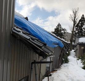 雪の重みで軒が壊れてしまいました