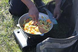 Pre paration repas en steppe