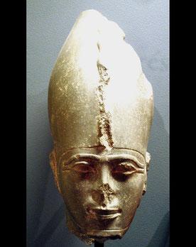 Psammétique III a été renversé par le roi perse Cambyse lors de sa conquête de l'Égypte, que les spécialistes datent de 525 av. n. è. Psammétique III est le dernier pharaon de l'Égypte indépendante avant la conquête perse, régnant de -526 à -525 ;