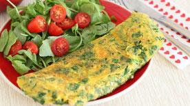 tortilla francesa con ensalada, pan y fruta si empieza a entrenar en un par de horas