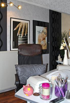 kosmetikstudio-nagelstudio-by-maica-frau-schönheit-nageldesign-kosmetikbehandlung-behandlungsraum-studio