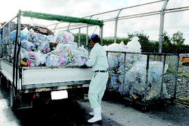 石垣市一般廃棄物最終処分場に搬入されたごみ=17日午後(写真は一部加工してあります)