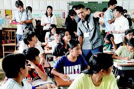 市教委が小中での統一授業ルールづくりを進めている(資料写真)