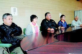 中山市長の自衛隊配備容認を受けて記者会見し、抗議する野党議員=27日午後、市議会野党控室