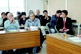 意見陳述する入口代表、砂川館長(左から)。右は意見を聞く中山市長=16日午後、市役所