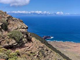 Blick vom Teno-Gebirge hinab zum Leuchtturm Punta de Teno