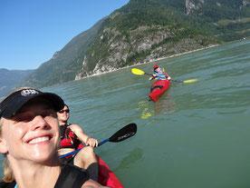 Kajak in Kanada: Gruppenbild mit Jessi & Ico von Sea to Sky Adventure