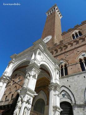 マンジャの塔と市民の礼拝堂