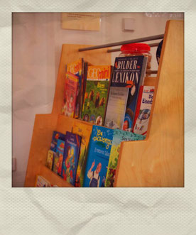 Grundschule Wiescheid Foto Bücherregal Betreuung
