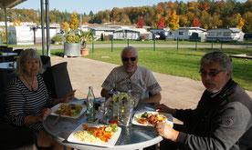Mit Corina und Wolfgang im Campingrestaurant