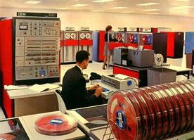 """Troisième génération : """"salle machines"""" IBM 360"""