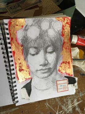 Bleistiftzeichnung Gesicht Frau mit Farbe und Blattgold
