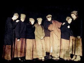 Szene der Zwangsarbeiterinnen aus dem Theaterstück. Foto: Rahner