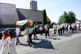 Fronleichnamsprozession in Wißmar - Kath. Pfarrei St. Anna Biebertal