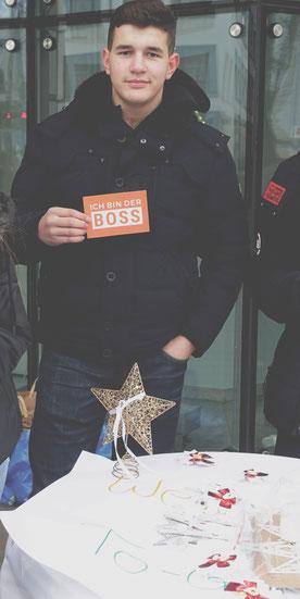 Robert an seinem Verkaufsstand mit Christmas Decorations to go