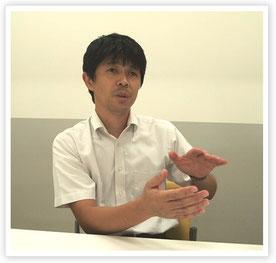 インタビューに応じる小林真治先生