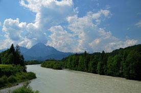 Lechtal , Lech , Österreich , Tirol , Gebirgsfluss , Alpen , Berge , Wandern , Trekking Hüttentour , Wasser , Himmel , Wolken , Landschaft , Landscape , Mountains ,