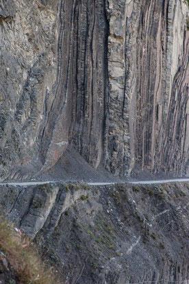 Steile Wände und schmale Strassen