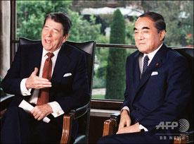 アメリカレーガン大統領とロン・ヤスの関係をつくる