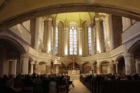 Zionskirche Berlin während des Gedenkens an Dietrich Bonhoeffer am 9.4.2015 mit Vortrag von Wolfgang Huber. Foto: Helga Karl