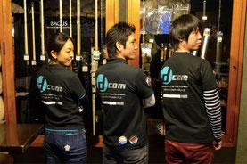 チームDCOM、お揃いのシャツです。中央がリーダーの中村選手