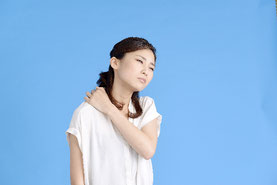 左肩の首のつけ根のコリが続く、前橋市 30代 会社員の女性
