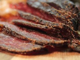 Trockenfleisch aufgeschnitten