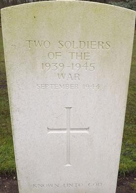 Oosterbeek War Cemetery, Grave 23.C.5 (R.Wenting)