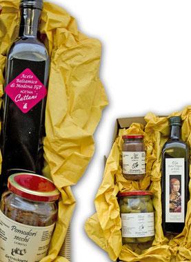 Geschenkpakete gefüllt mit unseren Köstlichkeiten