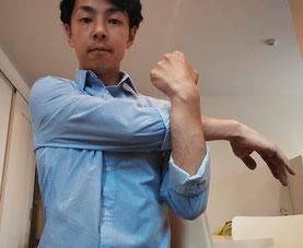 肩こりに悩む奈良県大和高田市の男性