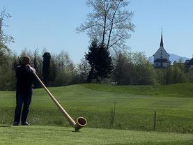 Alphornklänge auf dem Golfplatz im Gormund