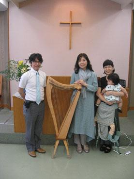 終了後、浅野牧師先生ご家族と一緒に。