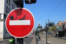 Détournement de panneau réalisé à Nantes