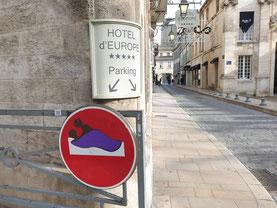 Détournement de panneau réalisé à Avignon