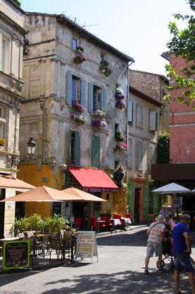 Bild: Place du Forum, Arles, Provence