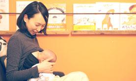 母乳育児相談:母乳をあげている様子