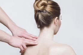 女性の肩こりの原因は、酸性物質「乳酸」が筋肉細胞に滞っているからです。
