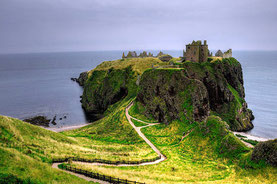Bildnachweis: https://commons.wikimedia.org/wiki/File%3ADunnottar_Castle_(pro_view).jpg
