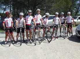 """9 coureurs au départ de la """"Tour Magne"""" (manque Fabien)"""