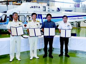海保・YVBが教育旅行に関する協力協定を締結した=26日、石垣航空基地