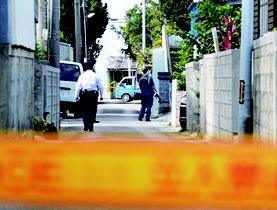 遺体が見つかった前竹容疑者の自宅で鑑識活動が行われた=18日、市内大川