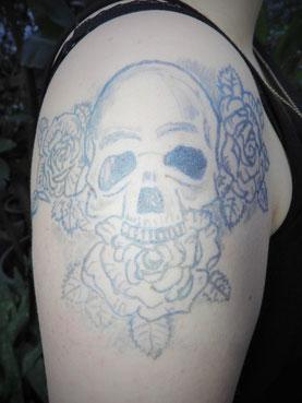 ... manchmal sogar unterschiedlich in ein- und demselben Tattoo !