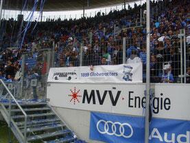 Zaunfahne des Hoffenheim-Fan-Clubs Globetrotter.