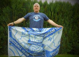 Mark mit Fahne von Birmingham City