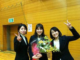 左から江口コーチ、愛子コーチ、小笠原コーチ