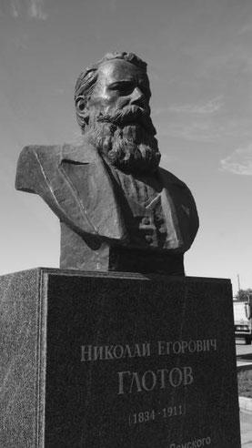 Бюст Н.Е.Глотову в Якутском речном порту. Фото Алексея Зуева